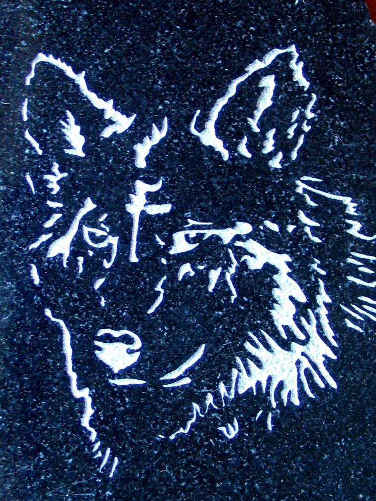 ETCHED GRANITE WOLF
